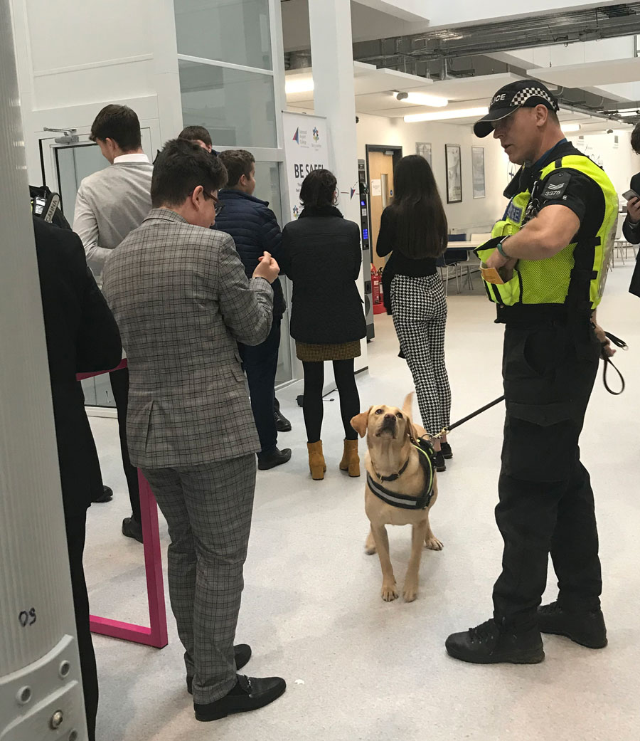 Photo of policeman with sniffer dog